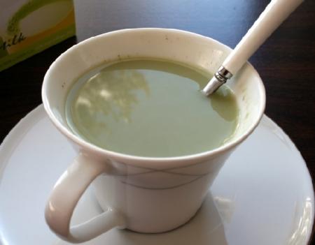 Mleko i zeleni čaj