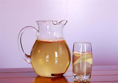 Jabukova voda sa cimetom za prirodno ubrzanje metabolizma. 0 kalorija!