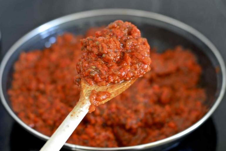 Ajvar sa pečenom paprikom i plavim patlidžanom. Recept.