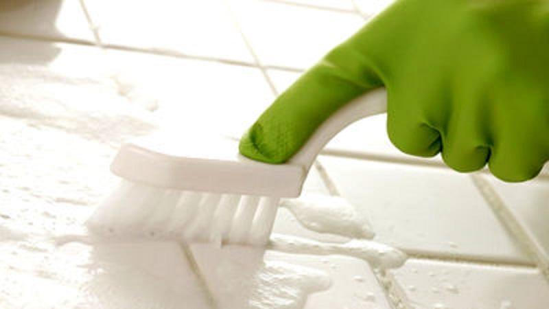 Kako brzo i lako očistiti fugne između pločica.