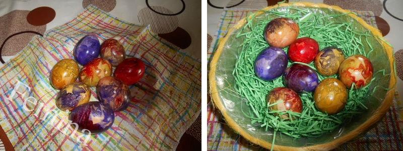 Farbanje uskršnjih jaja krep-papirom.