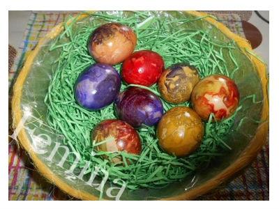 Farbanje uskršnjih jaja krep-papirom. Korak po korak.