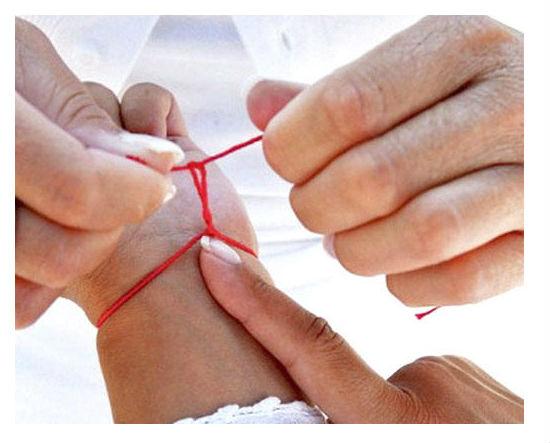 Vuneni konac oko zgloba smanjuje bolove u zglobovima i pojačava cirkulaciju krvi.