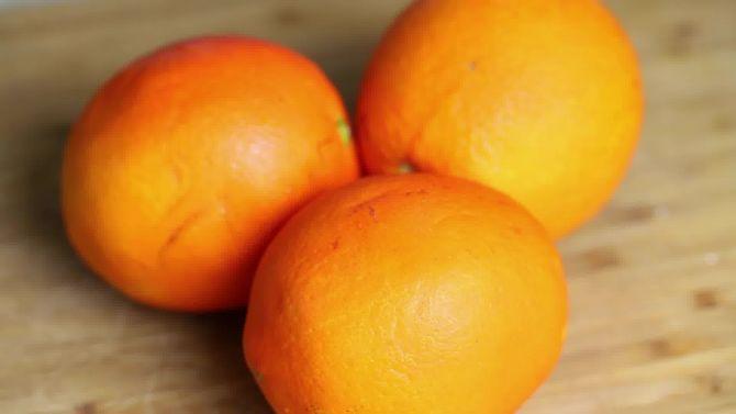 Kako lako oljuštiti narandžu.