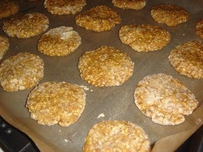 Ukusni hrskavi kolači sa susamom