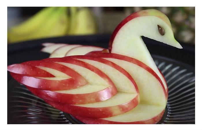 Kako je lako napraviti labuda od obične jabuke