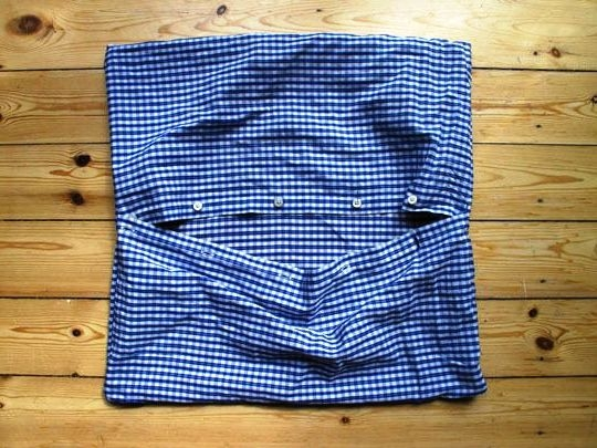 Dekorativna jastučnica od stare muške košulje