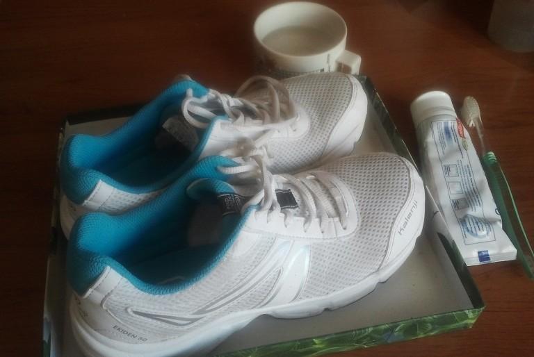 Kako jednostvno očistiti prljavštinu sa svetle obuće. Nakon čišćenja obuća izgleda kao nova!