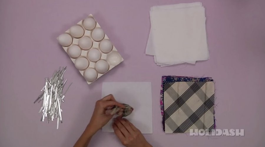Kako ofarbati jaja pomoću svilene marame