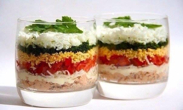Lagana slojevita salata u čaši