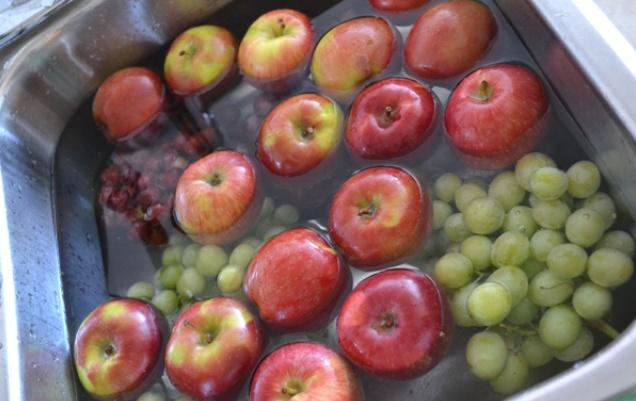 Kako smanjiti sadržaj pesticida u voću i povrću.