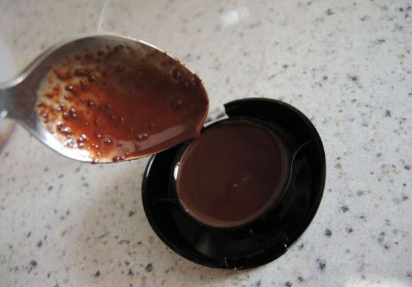 čokoladni sjaj za usne- svojim rukama