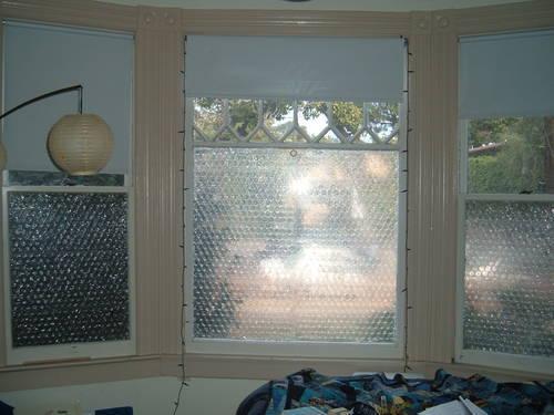 Kako postaviti foliju na prozor