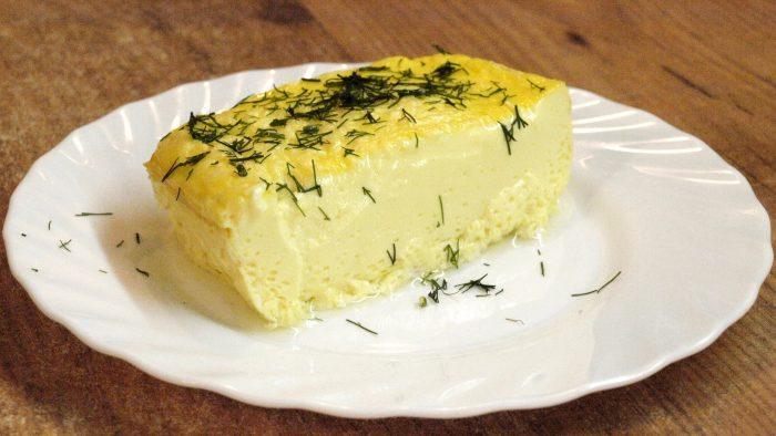 Nežni vazdušasti omlet pečen u rerni.