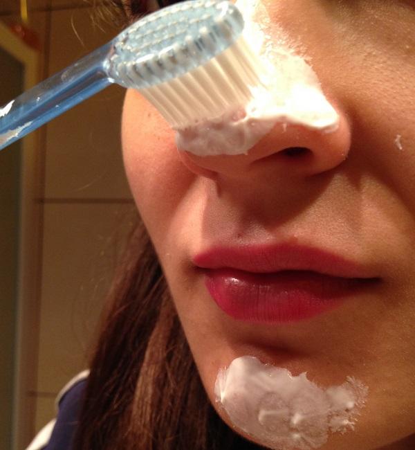 Kako ukoloniti mitisere na licu uz pomoć četkice za zube