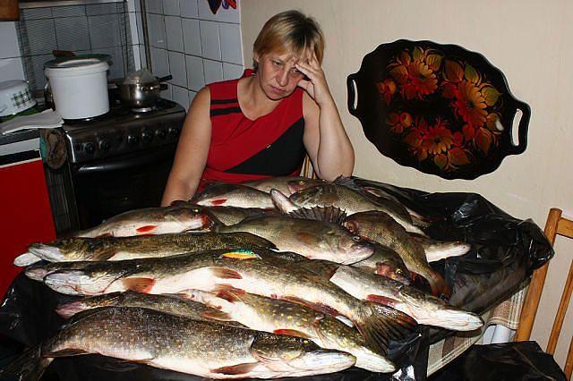 Rekao je ženi da kreće na pecanje. Ali, ona je posumnjala u njegove reči… i bila je u pravu.