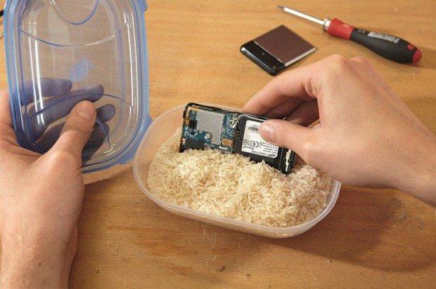 Šta raditi kad mobilni telefon upadne u vodu?