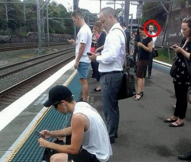 Šta nije u redu sa ovim čovekom? Slika koja je uzburkala ceo internet!