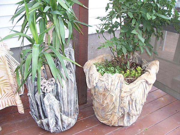 Originalni ukras za vaše dvorište: saksija od starog peškira.