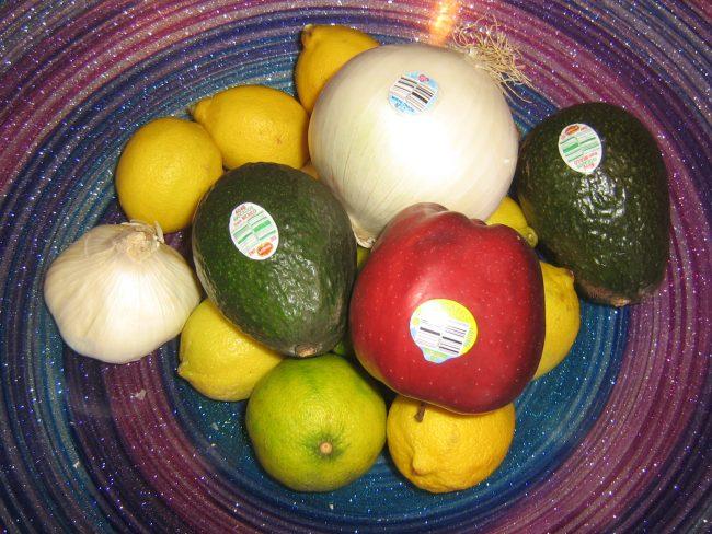 """Ako ste na etiketi od voća ugledali cifru """"8"""", ne kupujte ga! Evo,  zašto..."""