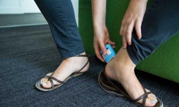 Znojenje. Ljudi sa viškom kilograma često imaju problem sa znojenjem, i čak, ojedima u oblasti ispod grudi, ispod kolena, na potiljku. Jednostavno, koristite dezodorans na tim mestima, i zaboravite na iritaciju kože.