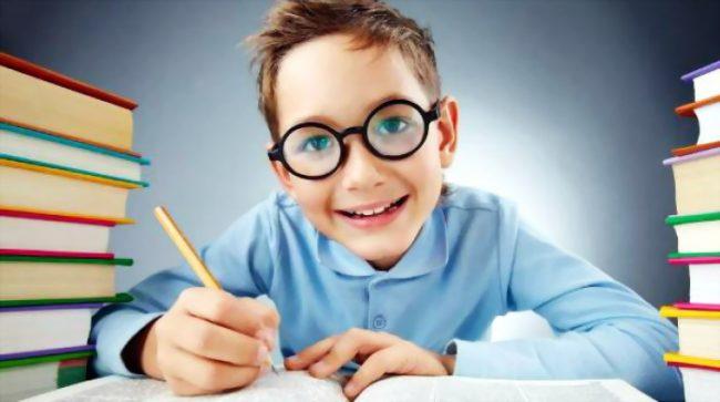 Dečak je doneo iz škole podsetnik za roditelje, koji je ostavio njegovu majku bez reči!