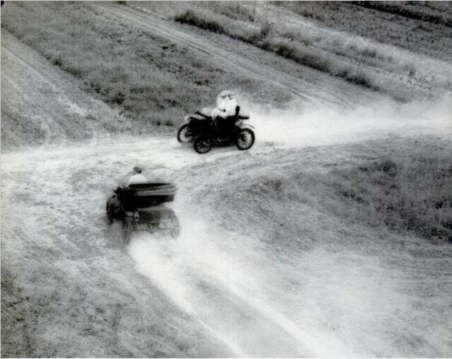 Automobili koji su pronašli jedan drugog 1895. godine u državi Ohajo, sudarila su se dva automobila. Neobičnost ovog slučaja je u tome da je, u to doba, automobilska industrija bila tek u povoju, i da je u celoj državi Ohajo bilo samo dva automobila, i ta dva vozača su uspela da se sudare.