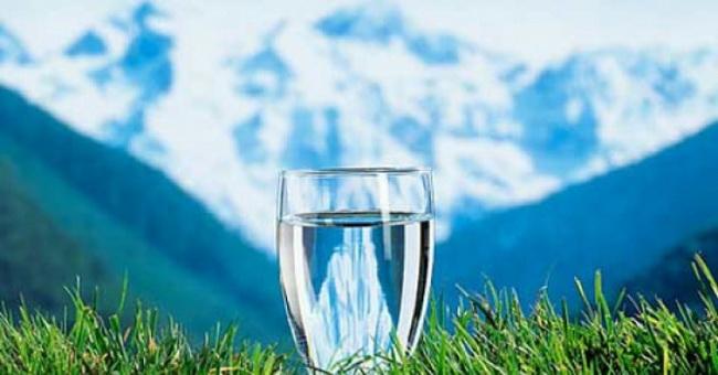 Šta bi se desilo ukoliko bismo sve napitke zamenili vodom?