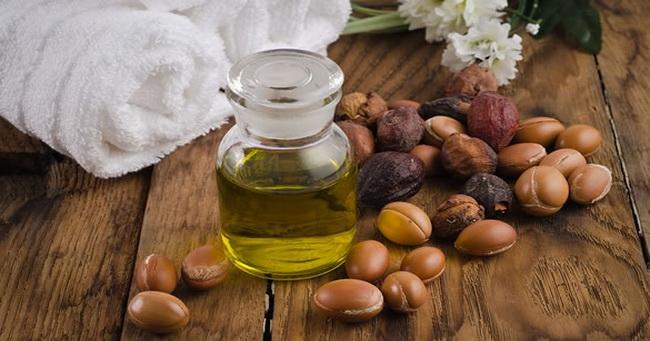 Pet najboljih ulja za skidanje šminke i umesto noćne kreme protiv bora