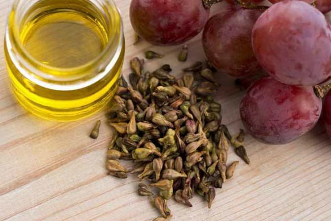 Pet najboljih prirodnih ulja za skidanje šminke